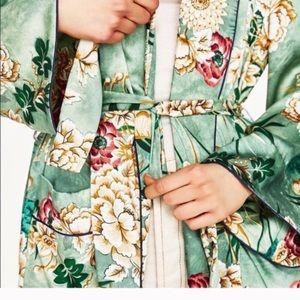 Zara Woman Famous Kimono